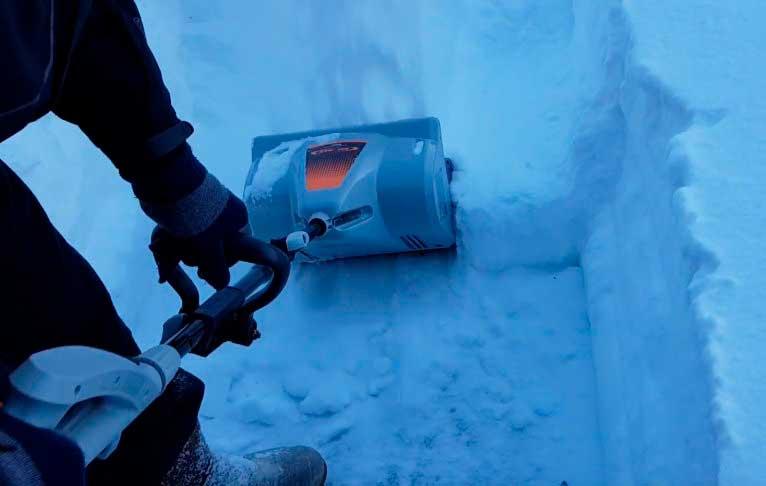 Электролопата для уборки снега – хороший помощник в лютую зиму